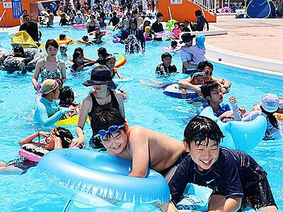 夏だ!水しぶき 魚津のミラージュランドでプール開き