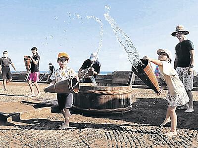 親子伝統の技法で塩作り 珠洲道の駅で大谷小中