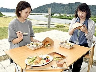 フナバーガーやシジミだしのピラフ...三方五湖の新グルメ 福井県年縞博物館内「カフェ縞」が試食会