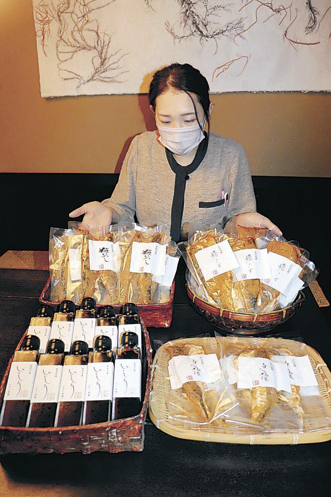 いしりやサバのぬか漬けなどの発酵食品=七尾市の海産物店