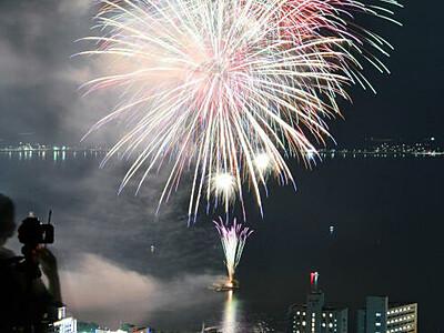 諏訪湖上花火始まる 15日まで毎日500発