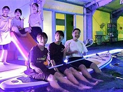 輝くプール、夜も楽しんで 大野市の中学生が企画・製作 フォトスポットも