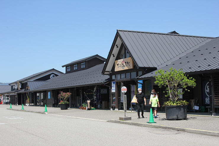 日経トレンディの特集で道の駅北陸1位に選ばれた「ひみ番屋街」