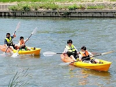 パドル操り水面ゆらり あわら市の竹田川でカヤック体験会