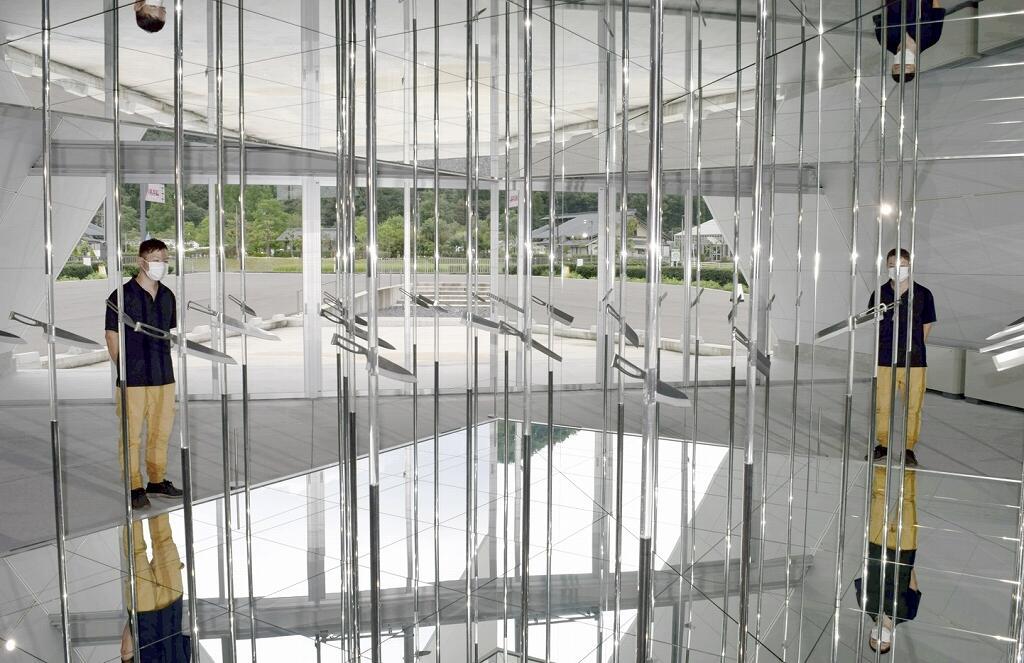 工業デザイナー川崎和男さんによる包丁を使ったオブジェ