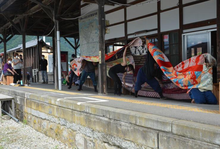 旧松代駅で披露された獅子舞
