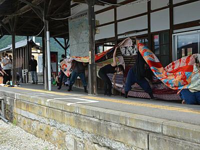 旧松代駅舞台、華やかに勇壮に 長野で芸術家ら獅子舞やダンス披露