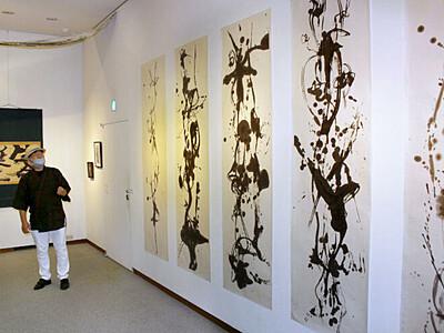 縦横無尽の筆使い 平野壮弦展 十日町 星と森の詩美術館