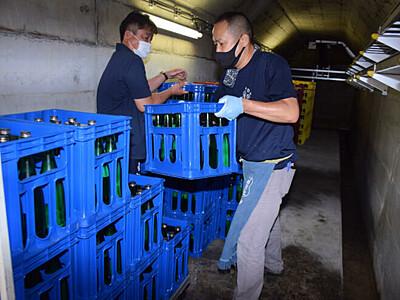 秋へ「ダム熟」日本酒アピール 佐久地域の酒造が搬出