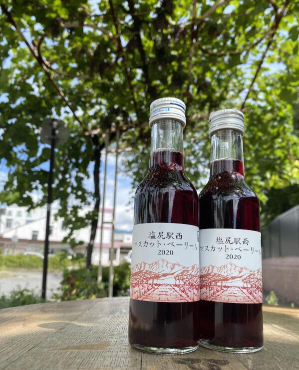 塩尻駅西口で栽培されたブドウを使った赤ワイン