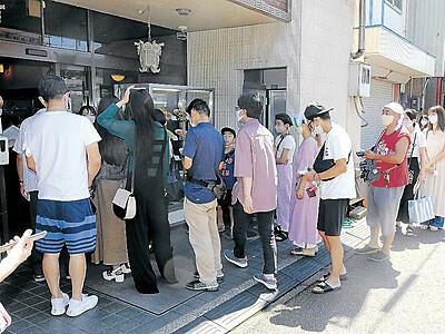 清ちゃん最後の味堪能 小松ご当地グルメ「塩焼きそば」発祥 混雑で入店制限多くの人が列