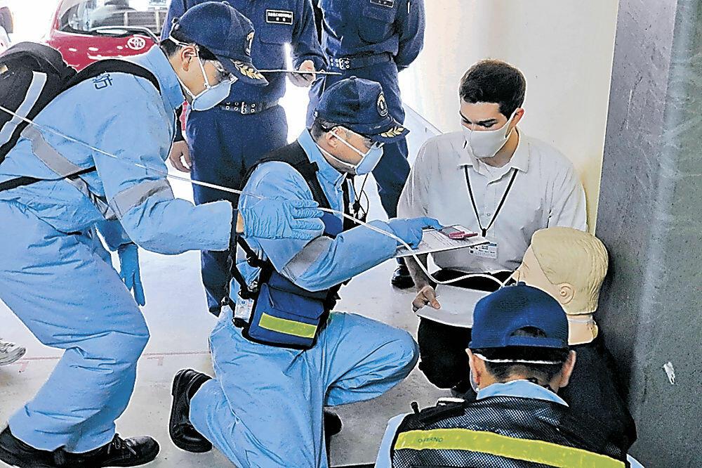 多言語通訳サービスを活用した訓練=珠洲消防署大谷分署