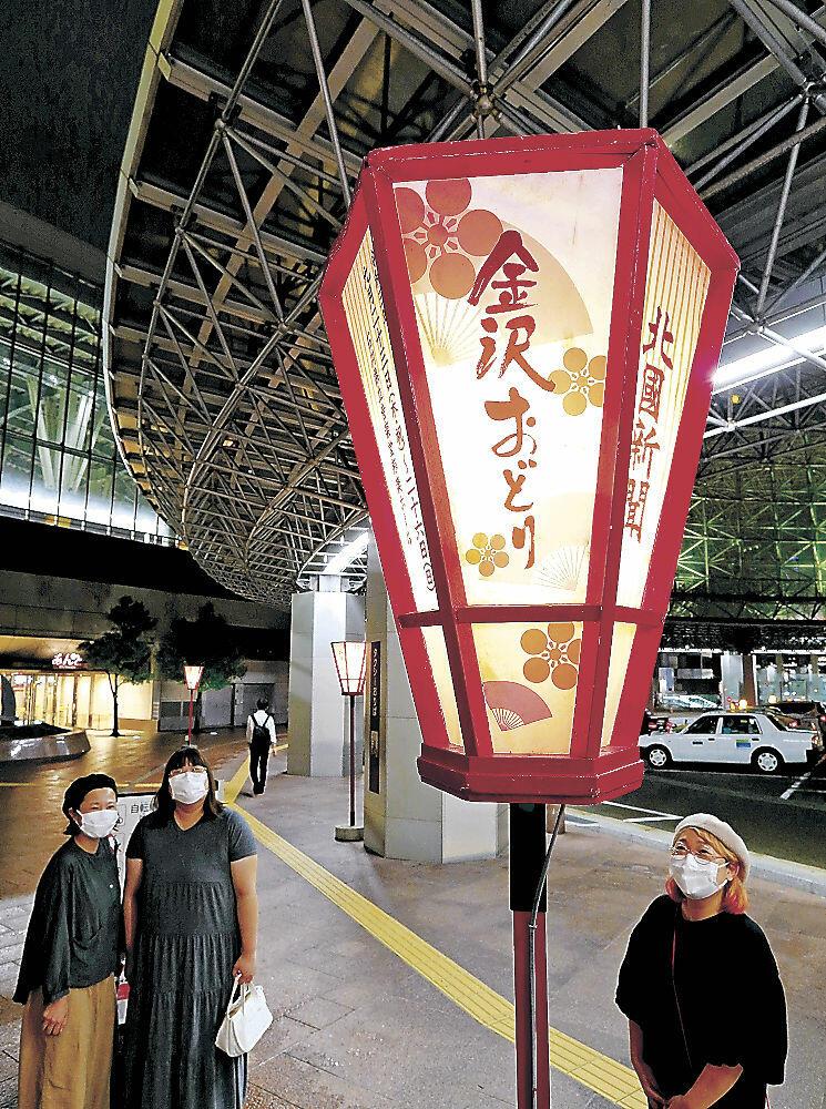 金沢おどりの開催を告げるぼんぼり=JR金沢駅もてなしドーム