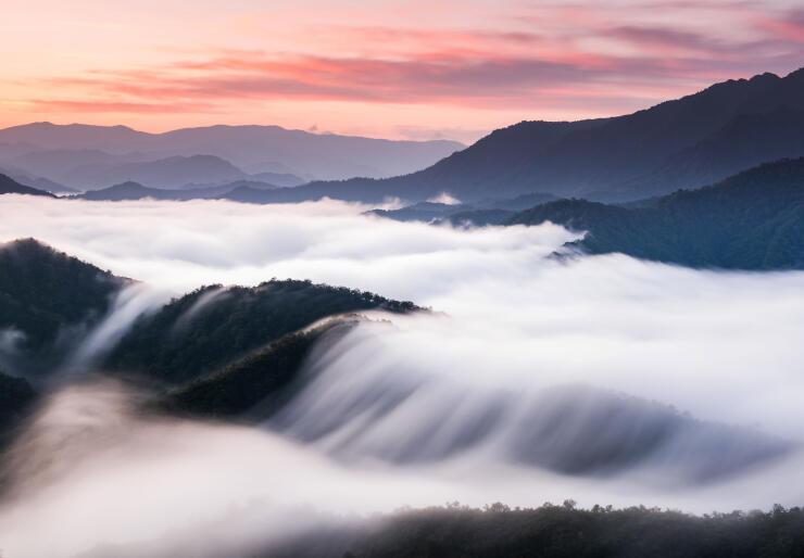 枝折峠の滝雲(魚沼市観光協会提供)
