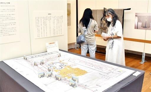 洪水や火災、疫病など災害を乗り越えてきた勝山の歴史を紹介する特別展覧会=8月28日、福井県勝山市の勝山城博物館