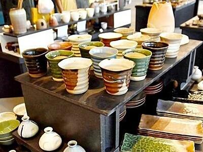 秋を彩る越前焼 食器600点ずらり 福井県越前町で催し