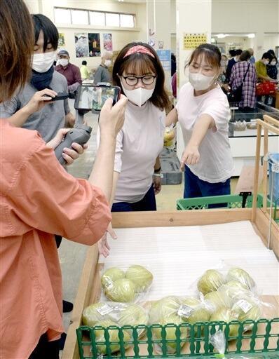 あわら市の農産物直売所で行ったショート動画の撮影会=福井県あわら市牛山の「きららの丘」