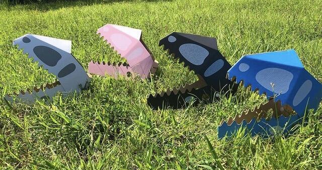 川端段ボール株式会社が作った段ボール製の恐竜のお面