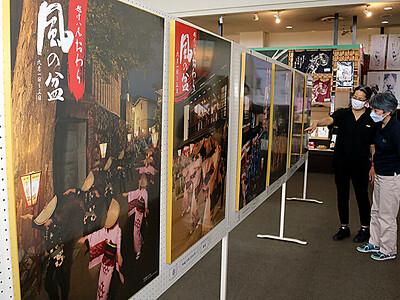 おわらの風情感じて 八尾曳山展示館で歴代ポスター展示