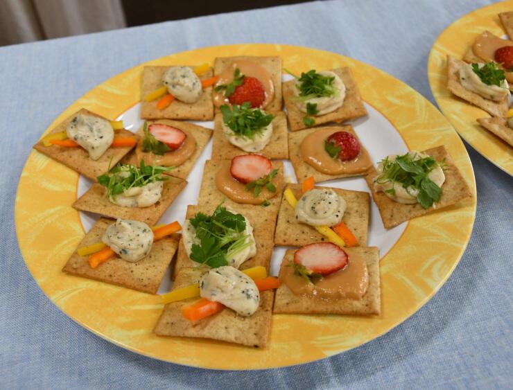 木島平村産のコメを原料にしたクリームチーズを使った料理