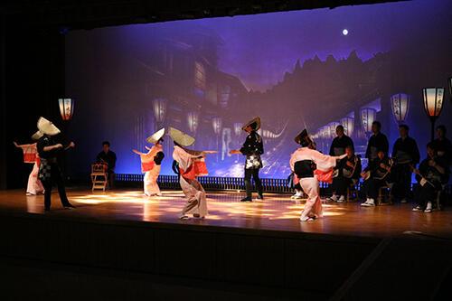 八尾曳山展示館で行われたおわらのステージ(2020年2月)
