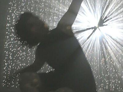 平原さんの舞、千田さんの作品とコラボ 松本「パルコde美術館」