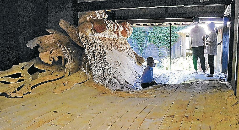 10月以降の公開を待つスズプロの作品=珠洲市飯田町の旧八木家