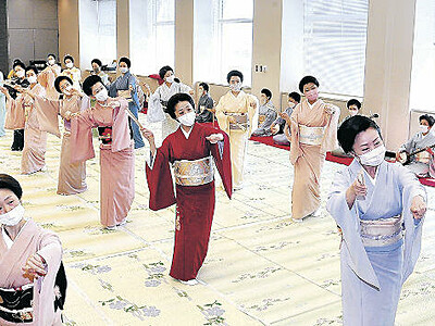 三茶屋街総仕上げ 金沢おどり、23日開幕 大和楽とつぼ合わせ