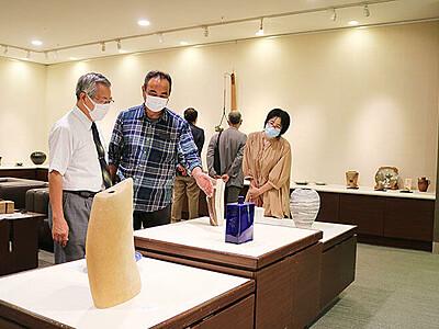 13窯元 個性光る150点 県郷土陶芸展始まる