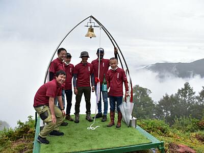 「空ノ鐘」よ、伊那谷に響け 鳩吹山山頂に設置