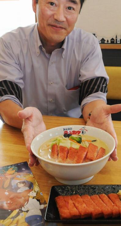 島根県の特産品「赤てん」(手前)と赤てんをトッピングしたラーメン