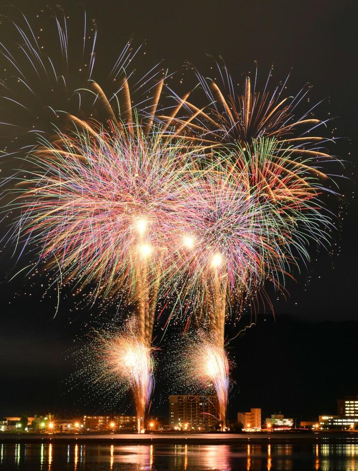 秋の諏訪湖を彩る「諏訪湖オータム花火」