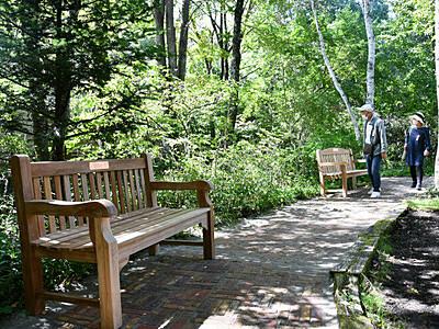 「小鳥の小径」バリアフリーに 茅野の英国式庭園