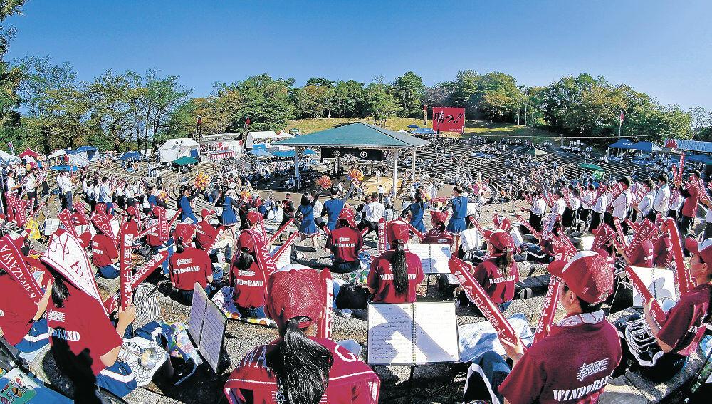 2年ぶりの熱闘が繰り広げられた金沢市の石川県卯辰山相撲場