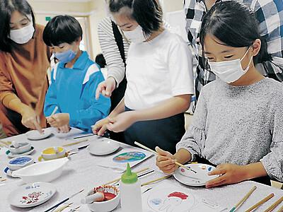 加賀・動橋小 児童が九谷焼の絵付け体験