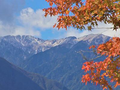 紅葉の向こう 雪化粧の中ア
