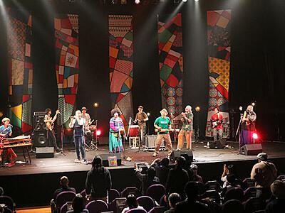 「スキヤキ」2年ぶり開幕 国際色豊かな演奏披露