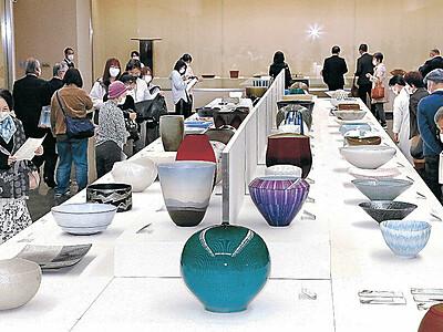 円熟、清新美の競演 日本伝統工芸展金沢展 石川県立美術館で開幕