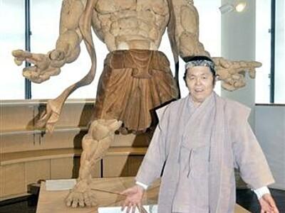 小浜市食文化館に新たな名物 木造彫刻を展示