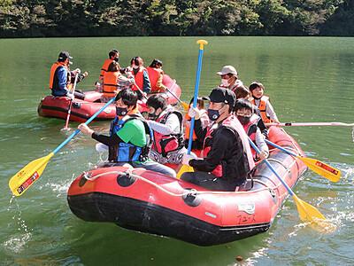 庄川峡を水上散歩 2年ぶり「水まつり」