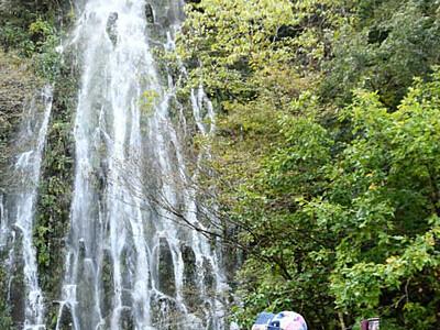 「幻」とらえた! 木島平「樽滝」2年ぶり
