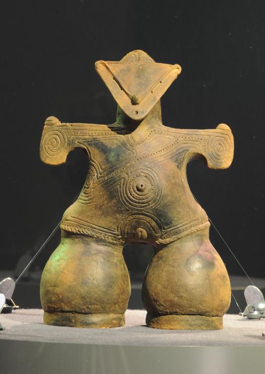 2014年に国宝指定された土偶「仮面の女神」